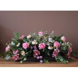 Kompozycja z róż i pełników