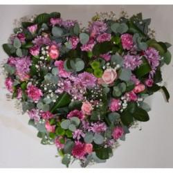 Duże serce z żywych kwiatów